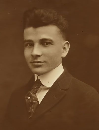Douglas Knox in 1915 at age 19.